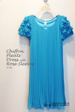 Chiffon Pleats Dress with Rose Sleeves in Teal